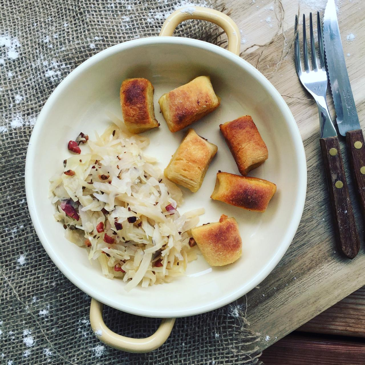 Gebackene Kartoffelnudeln & warmer Krautsalat