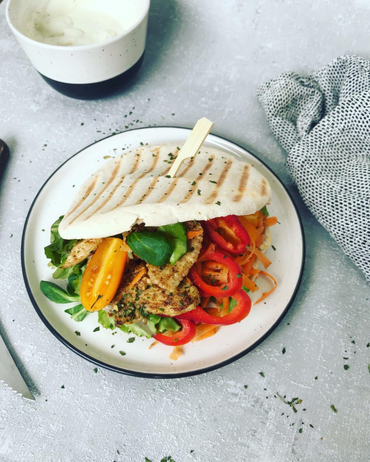 Pita Brot mit Putenfleisch und Gemüse