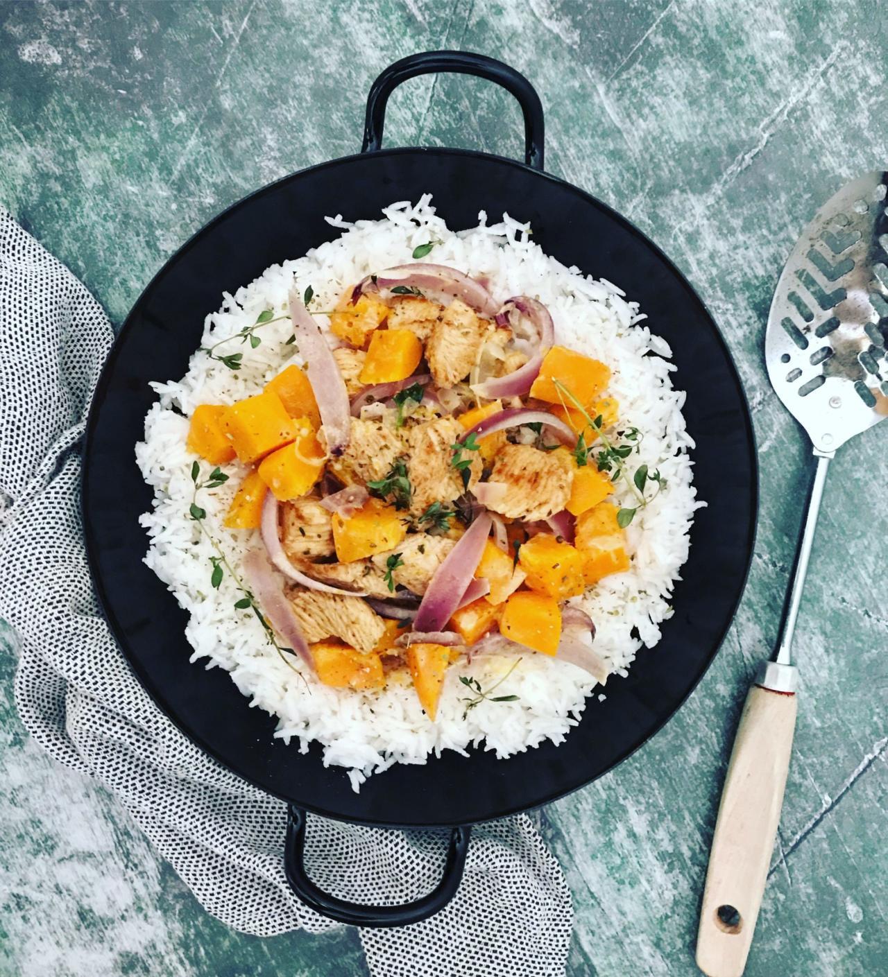 Reispfanne mit Putenfleisch und Kürbis