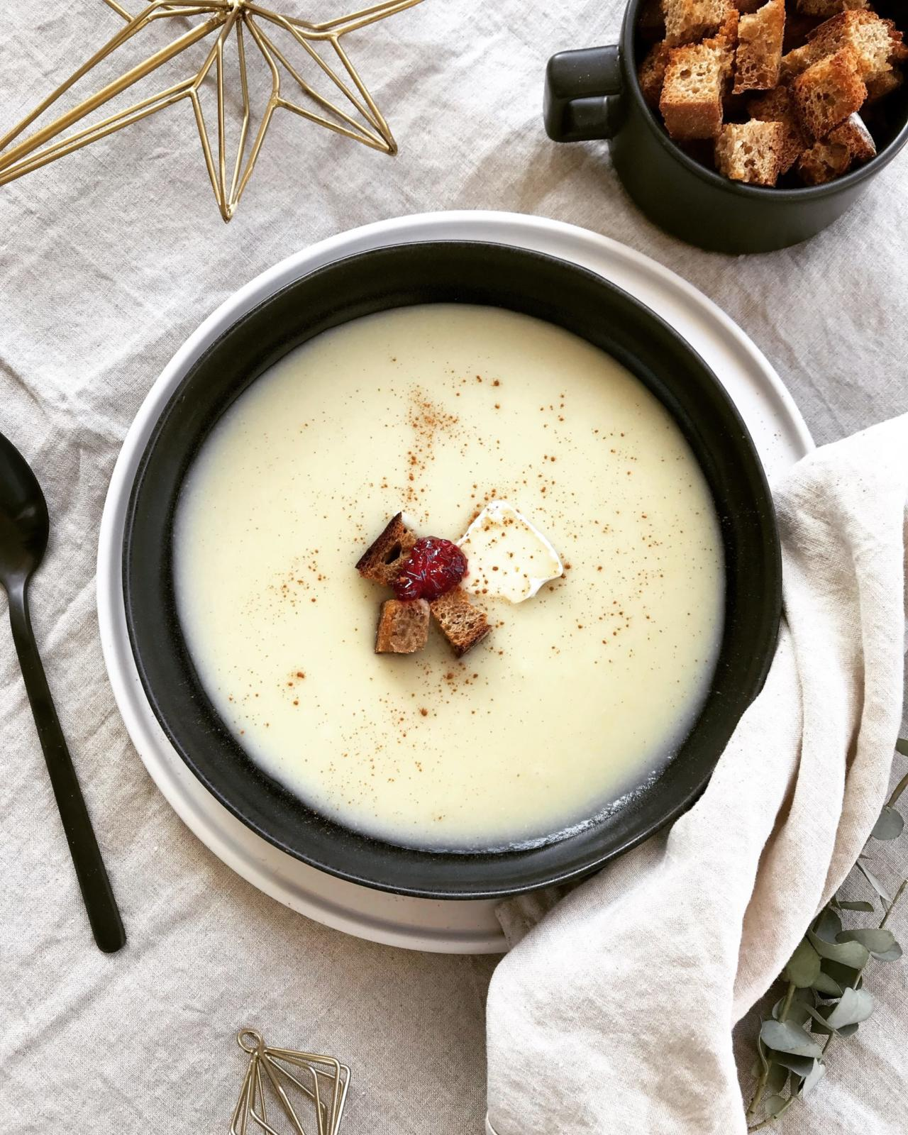 Sellerie Rahmsuppe mit Zimt Croutons