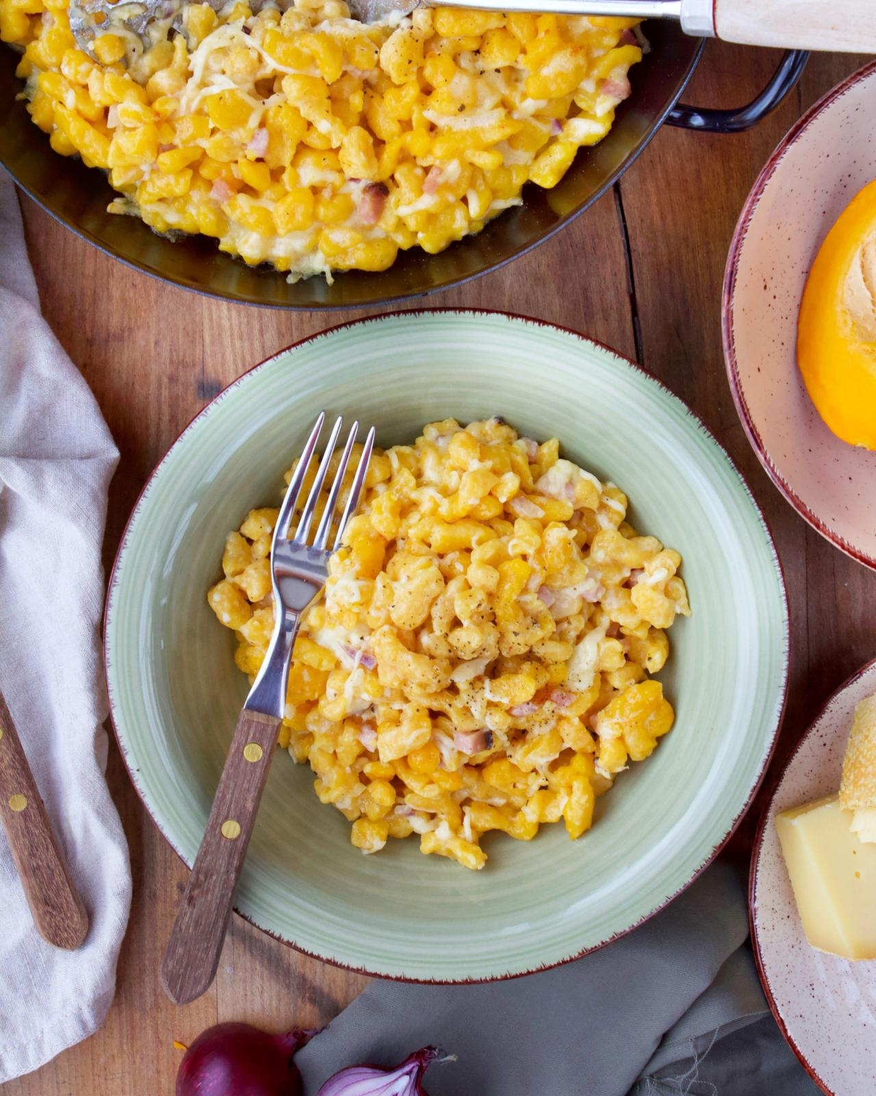 Kürbisspätzle mit Speck und Käse