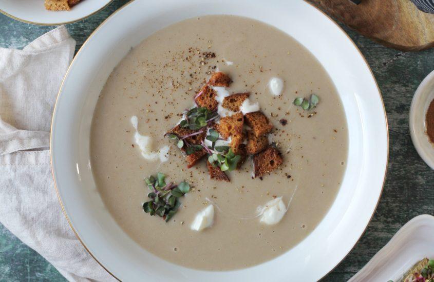 Maroni Suppe mit Zimt Brotwürfeln