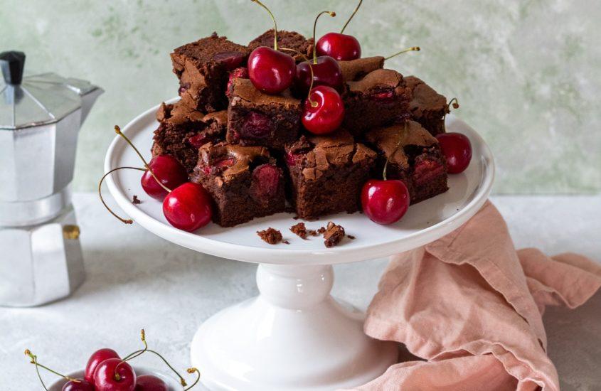 Schoko Brownies mit Kirschen