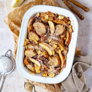Guten Morgen 😃 ich schlage vor wir starten heute mit einem knusprigen Scheiterhaufen mit Zimtbröseln und Apfelmus 😍.  Ob zum Frühstück, Mittag- oder Abendessen, bei uns ein gern gesehener Klassiker 😃.  Und altes Weißbrot, Brioche, Semmel und Co lassen sich in diesem hervorragend verwerten ❤️.  Kennt ihr den Scheiterhaufen auch aus Omas/Mamas Küche?  👩🏽🍳 https://cookiteasy.at/scheiterhaufen-mit-zimtbroeseln/  #gutenmorgen #goodmorning #breakfast #frühstück #resteküche #leftovers #bread #brot #familienblogger #familienblogger_de #familienblogger_at #mamablogger_at #mamablogger_de #igersaustria #mahlzeit #mahlzeitösterreich #familienküche #cookiteasy #einfacherezepte #rezepteideen #delicous #rezeptefürjedentag #backen #bakersofinstagram #kochenfürdiefamilie #kochenfürkinder #foodblogger #familyfood #igersvienna #sweets frenchtoast