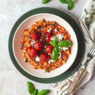 Heute hab ich Lust auf Tomaten-Eintopf mit Zucchini und Feta-Käse. Ihr auch? ☺️  Dafür hab ich nur in den Garten gehen müssen und hatte schon fast alles zu Hause. Wer von euch hat auch einen Gemüsegarten? 🤔  🧑🏽🍳 Das Rezept findet ihr wie immer auf meinem Blog!   #gemüsegarten #zucchini #tomaten #Eintopf #food #foodblogger #instafood #instagood #kochenfürdiefamilie #kochenfürkinder #einfacherezepte #rezeptefürjedentag #familienküche #einfachkochen #kochenmachtspass #gesundundlecker #gesundessen #mahlzeit #mahlzeitösterreich #mamablogger_de #mamablogger_at #mamasein #lebenmitkindern #motherhood #cookiteasy #cookiteasy_at #palatschinkenrezept #resteküche #gesundeernährung #zucchinirezepte